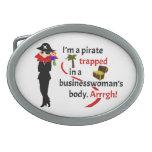 Pirata atrapado en el cuerpo de una empresaria hebillas de cinturon ovales