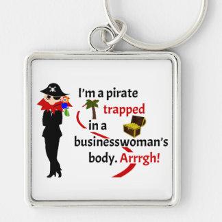 Pirata atrapado en el cuerpo de una empresaria llavero cuadrado plateado