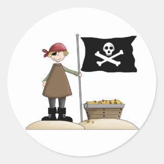 Pirata con su tesoro etiqueta redonda
