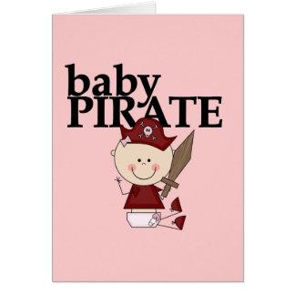 Pirata de la niña con las camisetas y los regalos  tarjeta de felicitación