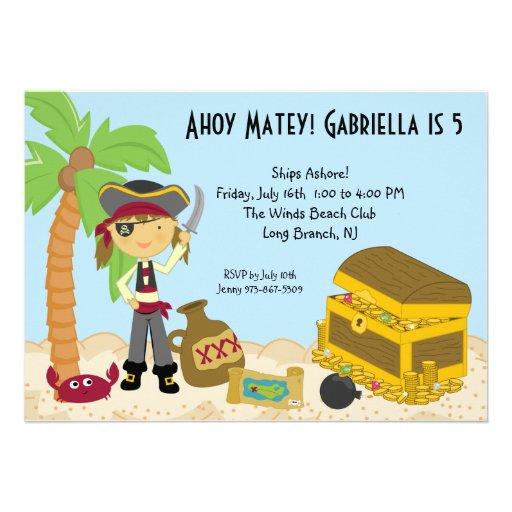 Pirata del chica en una invitación del cumpleaños