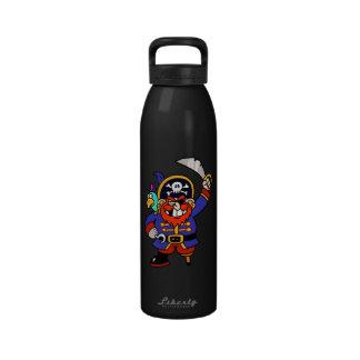 Pirata del dibujo animado con la pierna y la espad botella de agua
