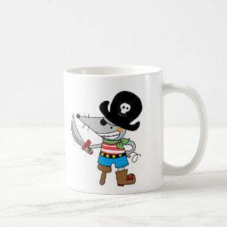 pirata del dibujo animado taza básica blanca