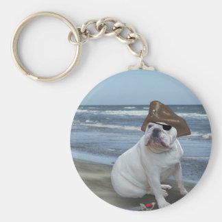 Pirata del dogo en la playa llavero redondo tipo pin