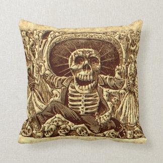 Pirata del esqueleto de Halloween Cojín Decorativo