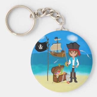 Pirata del muchacho con llavero del cofre del teso