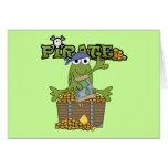Pirata del muchacho de la rana con las camisetas y tarjetas