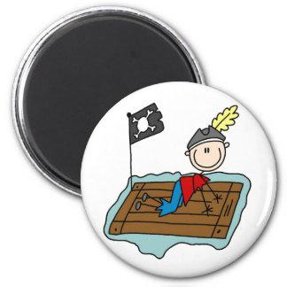 Pirata del palillo en el imán de la balsa