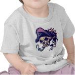 Pirata esquelético del cráneo camisetas