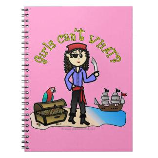 Pirata ligero del chica libro de apuntes con espiral