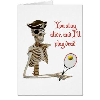 Pirata muerto del tenis del juego felicitaciones