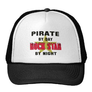 Pirata por el día rockstar por noche gorra