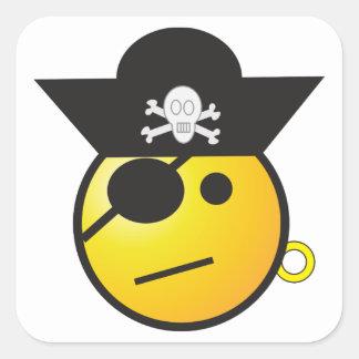 Pirata sonriente amarillo de la cara con el gorra, pegatina cuadrada