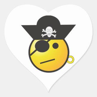 Pirata sonriente amarillo de la cara con el gorra, pegatina en forma de corazón