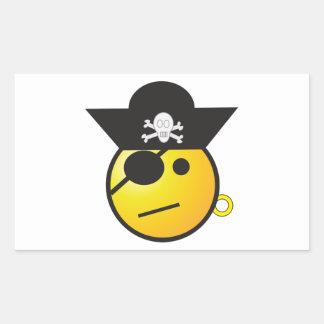 Pirata sonriente amarillo de la cara con el gorra, pegatina rectangular