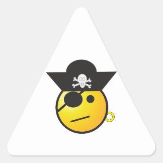 Pirata sonriente amarillo de la cara con el gorra, pegatina triangular