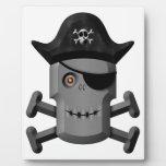 Pirata sonriente Rogelio alegre del robot Placa Para Mostrar