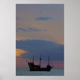 Piratas 3 de la puesta del sol posters
