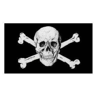 Piratas cráneo negro y bandera pirata tarjetas de visita