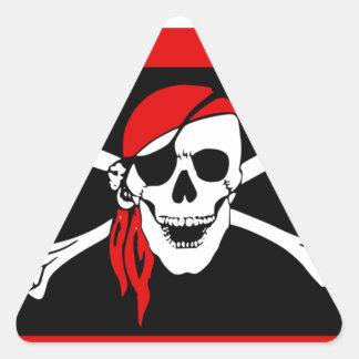 Piratas - negros y cráneo rojo del pirata pegatina triangular