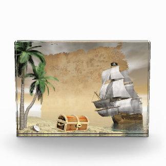 Pirate ship that discovers a treasure award