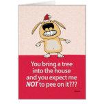 Pis divertido en tarjeta de Navidad del perro del