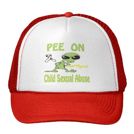 Pis en el gorra de los abusos sexuales del niño