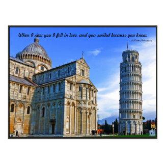 Pisa la torre inclinada con cita del amor tarjeta postal