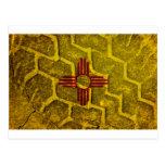 Pisada de la bandera de New México Tarjeta Postal