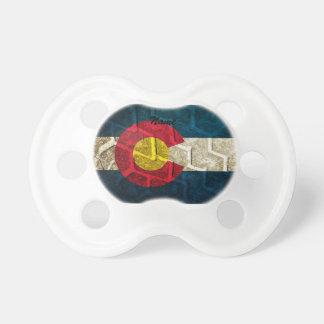 Pisada del neumático de la bandera de Colorado Chupetes De Bebe