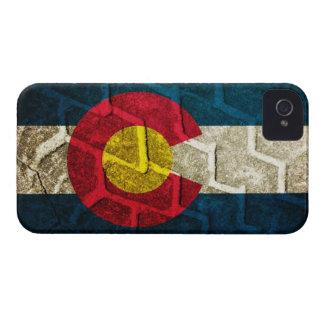 Pisada del neumático de la bandera de Colorado iPhone 4 Case-Mate Carcasas