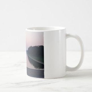 Piscina de reflejo taza de café