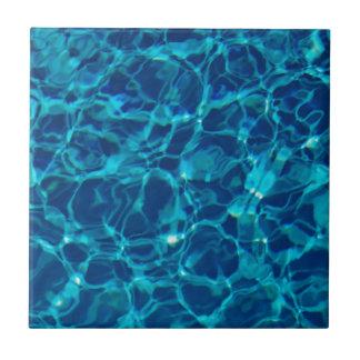 Piscina fresca en azul marino tejas  ceramicas