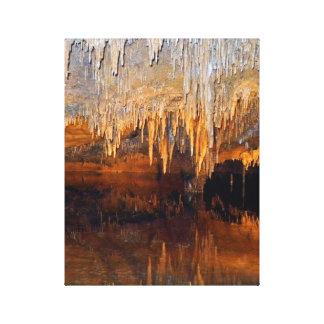 Piscina subterráneo límpida de la cueva impresión en lona