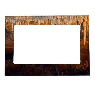 Piscina subterráneo límpida de la cueva marcos magneticos para fotos