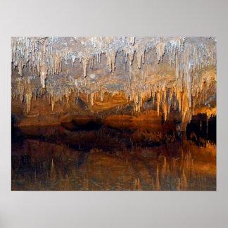 Piscina subterráneo límpida de la cueva impresiones
