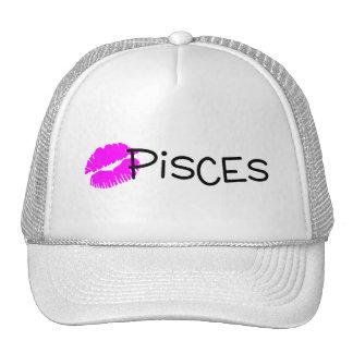 Piscis con beso rosado gorras