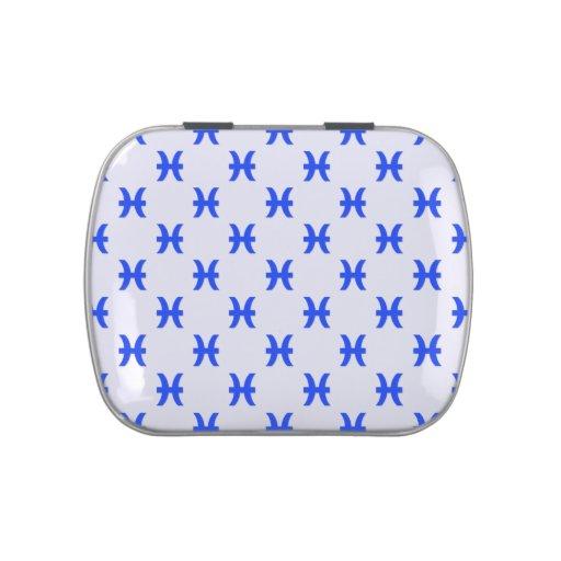 Piscis modelan el azul latas de caramelos