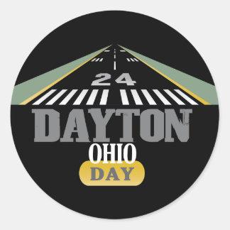 Pista 24 - DÍA de Dayton Ohio Pegatina Redonda
