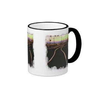 Pista a la puesta del sol tazas de café