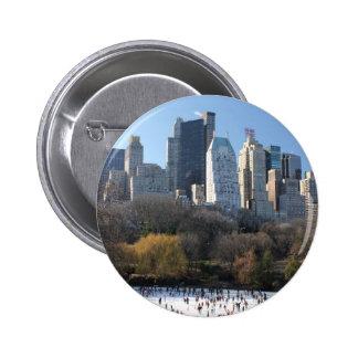 Pista de hielo del Central Park Pin Redondo De 2 Pulgadas