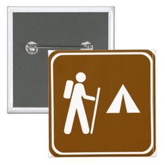 Pista de senderismo con la muestra de la carretera pin cuadrada 5 cm
