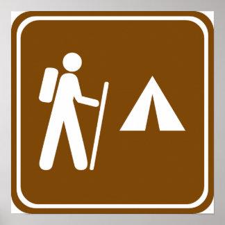 Pista de senderismo con la muestra de la carretera póster