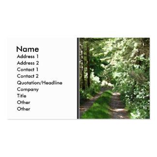 Pista de tierra a través de árboles tarjetas de visita