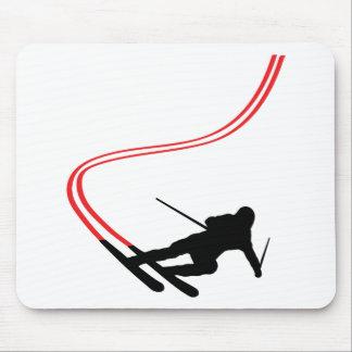 pista roja de esquí del esquí en declive alfombrillas de ratón