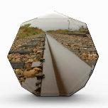 Pistas de ferrocarril en un día lluvioso