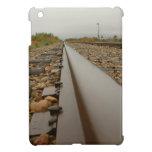 Pistas de ferrocarril en un día lluvioso iPad mini cárcasas