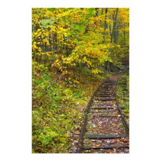 Pistas de ferrocarril viejas, ruta verde azul de fotografia