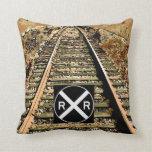 Pistas de ferrocarril y muestra del ferrocarril almohada