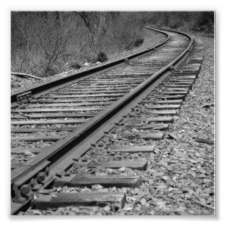Pistas negras y blanco curvadas del tren arte fotográfico